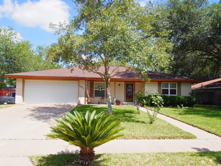1405 Las Palmas Cir, Beeville, TX 78102